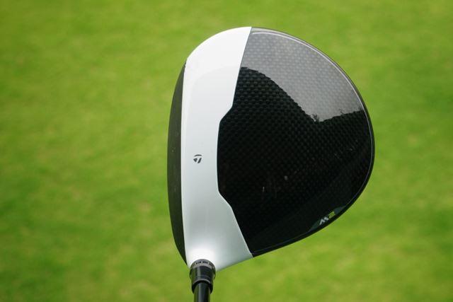 白黒の特徴的なクラウンですが、コントラストを上手く使って目標に対して構えやすいです