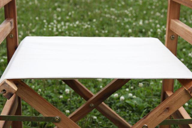 折りたたみ式チェアは座り心地がバツグン! 左右にフレームが通っていることで座面がピンと張られています