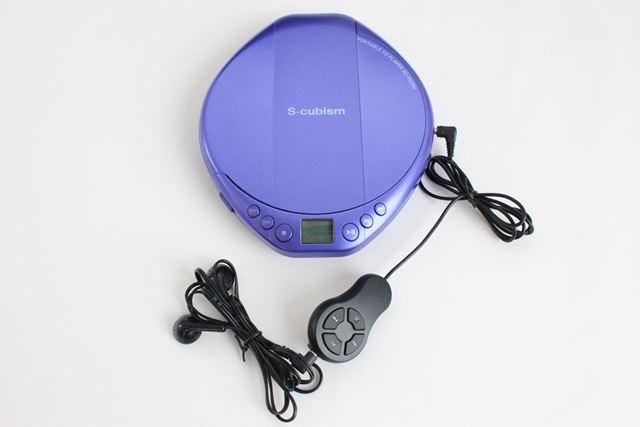 リモコン付きのイヤホンも同梱されるので、買ってすぐにCDを楽しめる