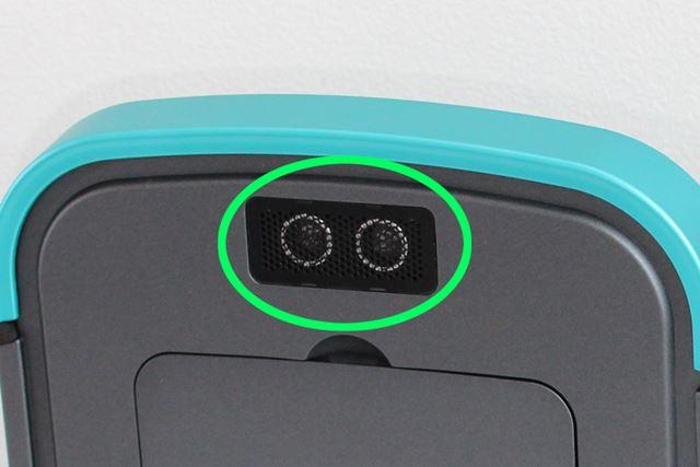 上方を向いたセンサーを備えており、家具の高さを検知。高さ30cm以内の隙間を重点的に掃除してくれる