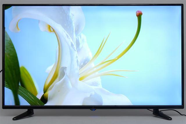 画面の周辺部でバックライトがやや暗くなるものの、格安の4Kテレビとしては実用十分だ