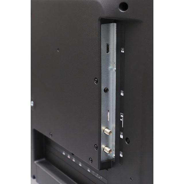 背面の側面に、4K対応のHDMI3、mini B-CASカードスロット、イヤホン端子、アンテナ端子を配置