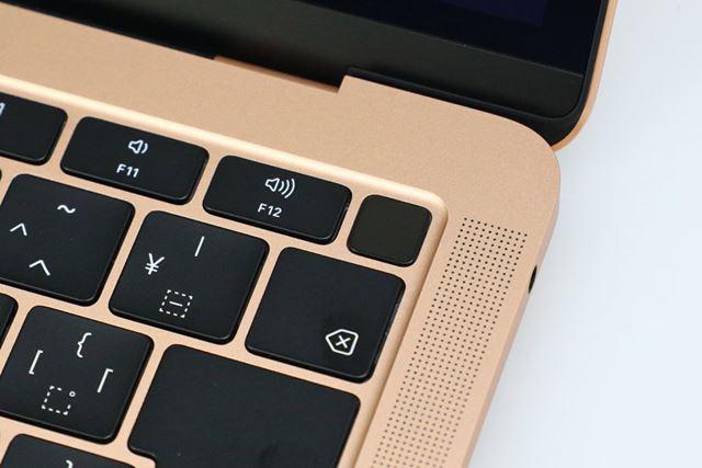MacBook AirのTouch ID。電源ボタンも兼ねています