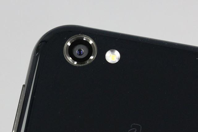 メインカメラは約2,260万画素のCMOSイメージセンサーにF値1.9で広角22mmのレンズという組み合わせ