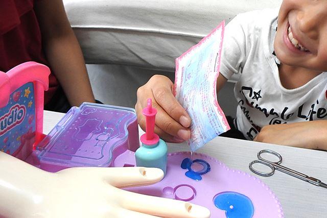 1袋分のジェルはハート型ひとつのみでは余るので、同じ色のジェルリングを作ることに
