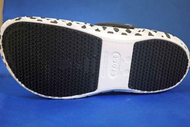 これが靴裏です。細かい突起で構成されていますよね