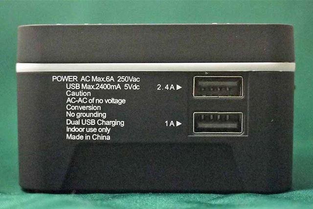 USBの挿し込み口が2つ付いていて、2台同時の充電が可能です