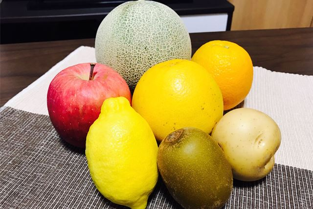 用意した果物・野菜は写真のとおり(りんごはさっきむいちゃいました)