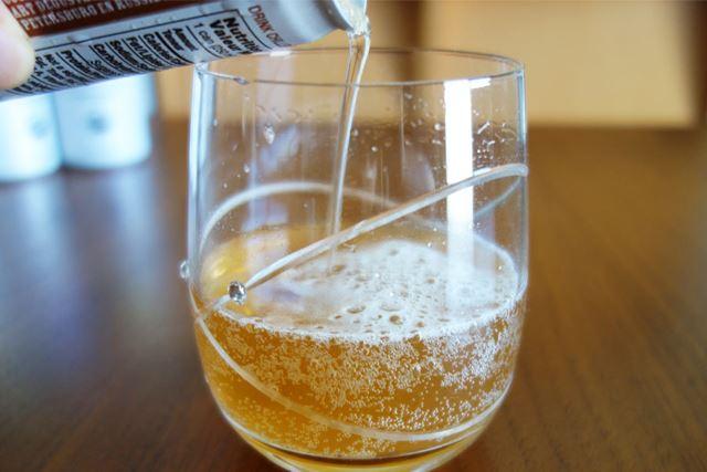 「トラディショナル」をグラスに注いでみましょう