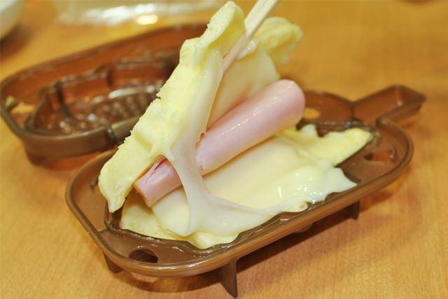 じゃーん! ハムチーズを投入!