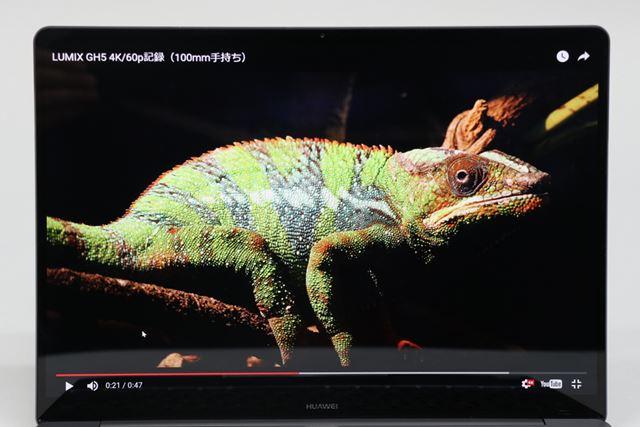2160×1440の高解像度な13型IPS液晶ディスプレイ。広色域と高コントラストで写真や動画を高画質で楽しめる