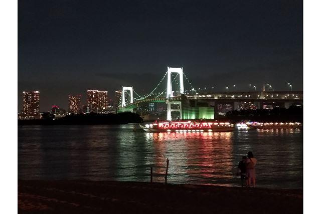 暗くなってきたところで「夜景」モードで撮影してみました。手持ちでも思ったよりきれいに撮影できます