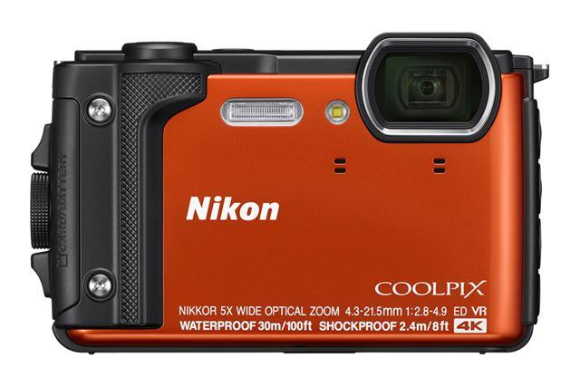 COOLPIX W300のオレンジモデル
