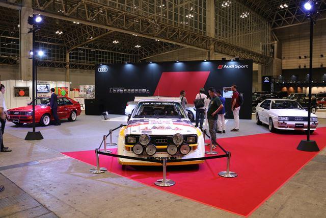 アウディクワトロのラリー仕様車や新型「アウディ RS5 クーペ」などが展示されているアウディブース
