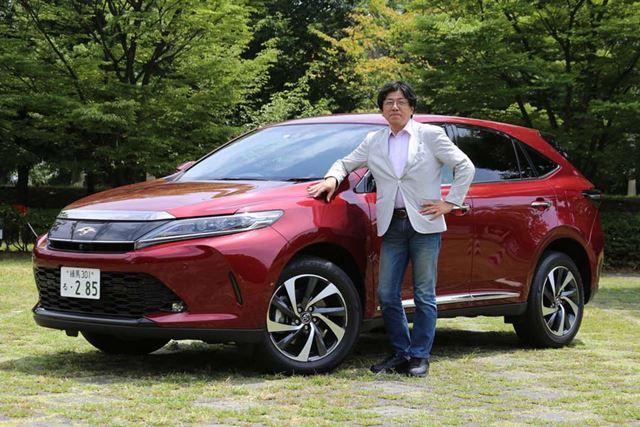 試乗車のトヨタ 新型「ハリアーターボ」とモータージャーナリストの渡辺陽一郎氏