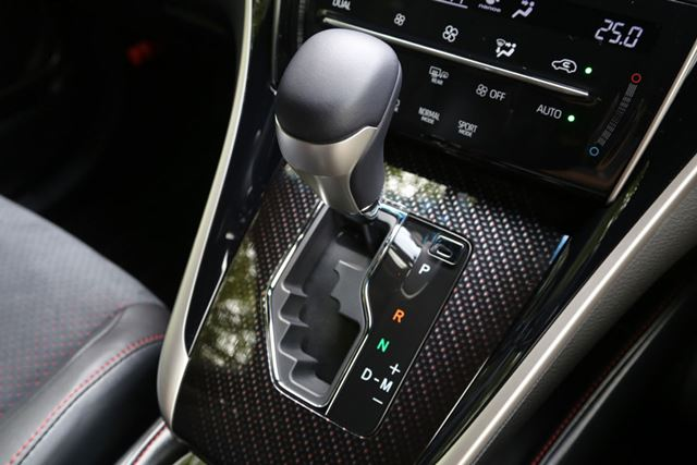 トヨタ 新型「ハリアーターボ」シフトノブ