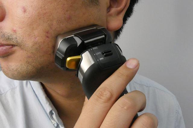 あご周りの凸凹した場所も、ヘッドがぐりぐり動いて常に肌に密着しているので楽に剃れる
