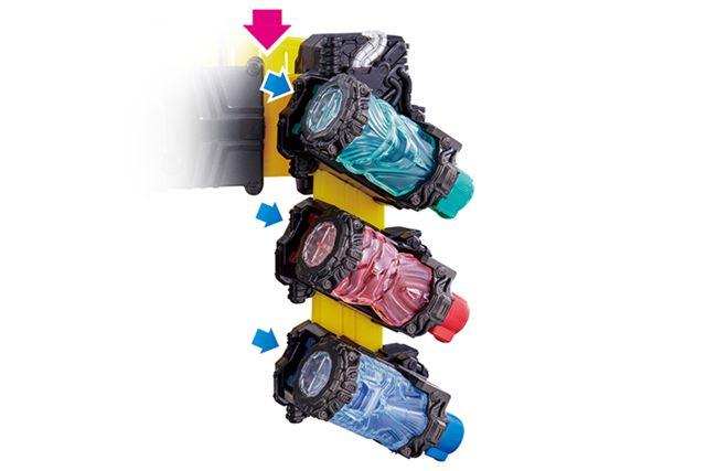 「DXフルボトルホルダー」は。3本の「フルボトル」がセット可能