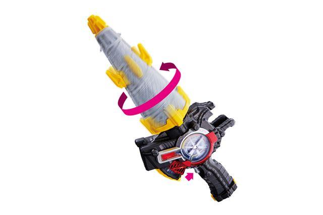 トリガーを引くと、ドリルがモーターで回転。さらにLEDが発光しながらメーターが動き、攻撃音も発動