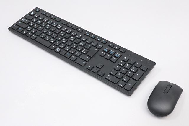 ワイヤレスタイプのキーボードとマウスが付属する