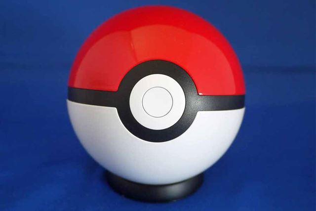 まさにモンスターボールの形をしたモバイルバッテリーなのです!