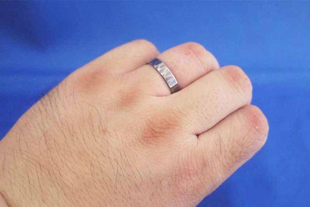 これで指輪から指毛がはみ出すことがなくなりました。印象が全然違いますよね