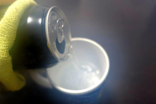 カップに注いでみると…完全にお湯!