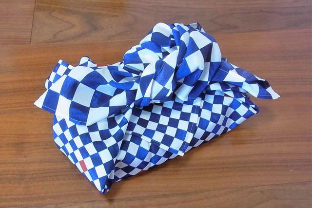 こちらは、真結びすることで中身をしっかりと安定させる「お使い包み」