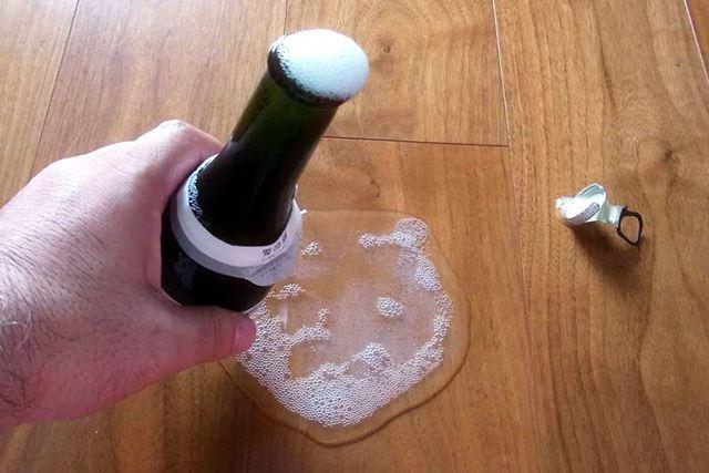 先ほど「ご注意を!」と書いておきながら、中のお酒が吹きこぼれてしまいました。とほほ…
