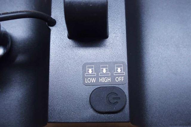 ゴムで覆われたスイッチをそのまま押し込むと明るさや照射のオン・オフの切り替えができます