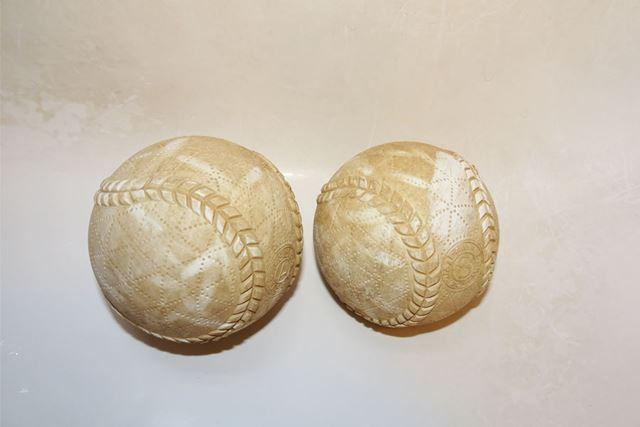 使い込んで茶色くなった野球ボール