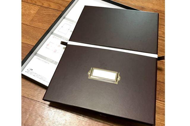 パッケージの中身は箱本体とフタ、あと説明書。本体はペタンコ状態になっています