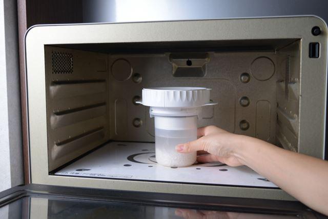 炊飯用パーツを取り付け、電子レンジ500Wで8分チン