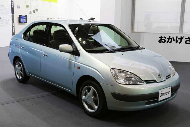 1997年に発売されたトヨタ初代「プリウス」