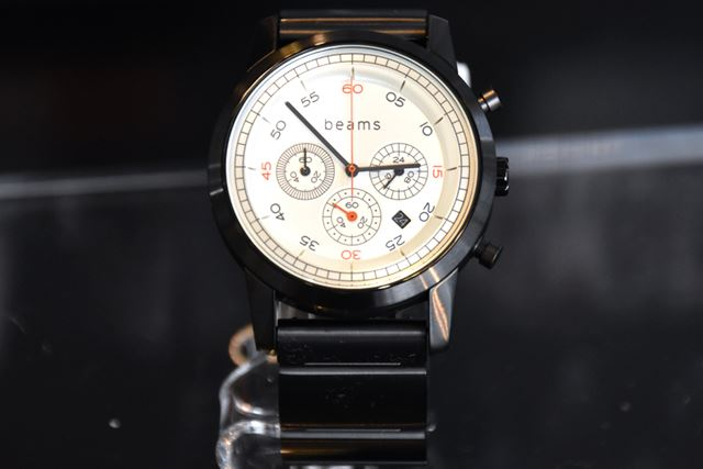 「Chronograph Premium Black WD beams edition」(型名:WN-WC02B-H)。価格は43,070円