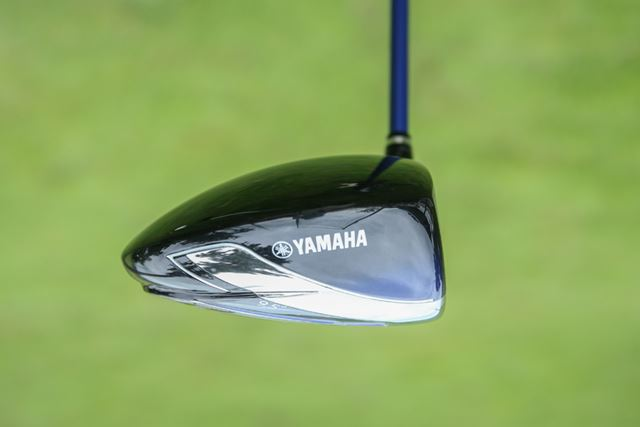 非力な方でもボールがロフト以上に上がりやすいシャローバック(薄く後方に伸びた形状)なヘッド