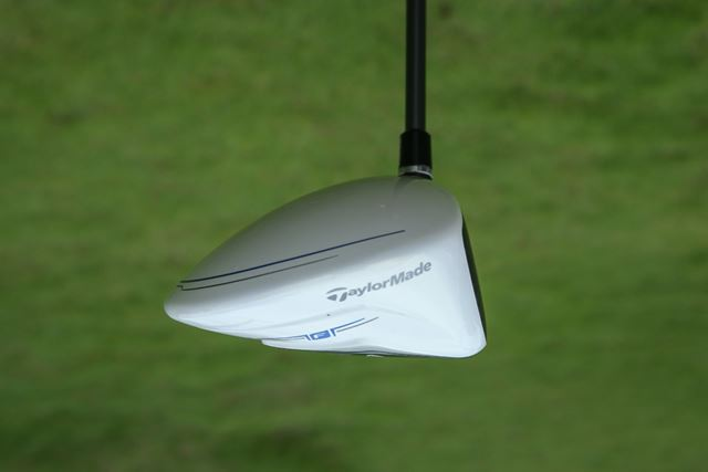適度に広い投影面積を持ち、ヘッド後方を低く仕上げたシャローバック形状