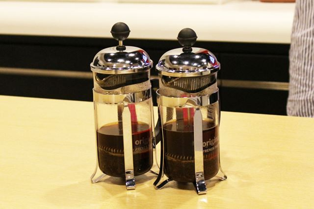 粒度のムラがどれほど味に影響をおよぼすのかを、フレンチプレスで淹れたコーヒーで確かめてみました