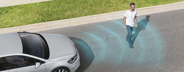 衝突被害軽減自動ブレーキには、新たに歩行者検知機能が追加された