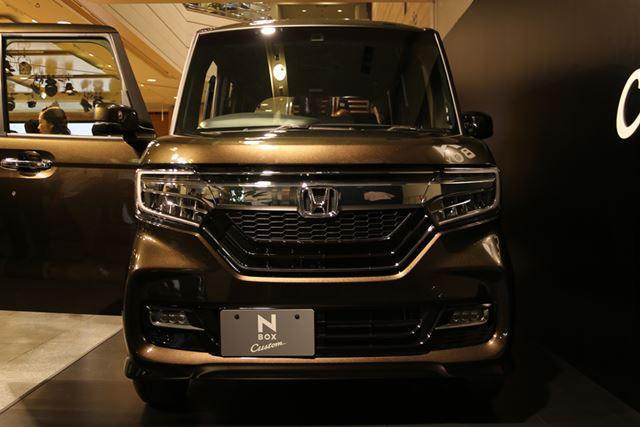 新型N-BOX Customのフロントフェイス