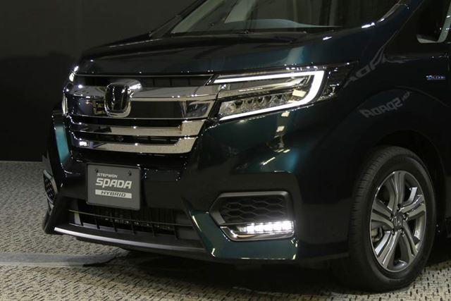 新型ステップワゴン スパーダ ハイブリッドのフロントフェイス、ガソリンモデルのステップワゴンスパーダも同様のエクステリアだ