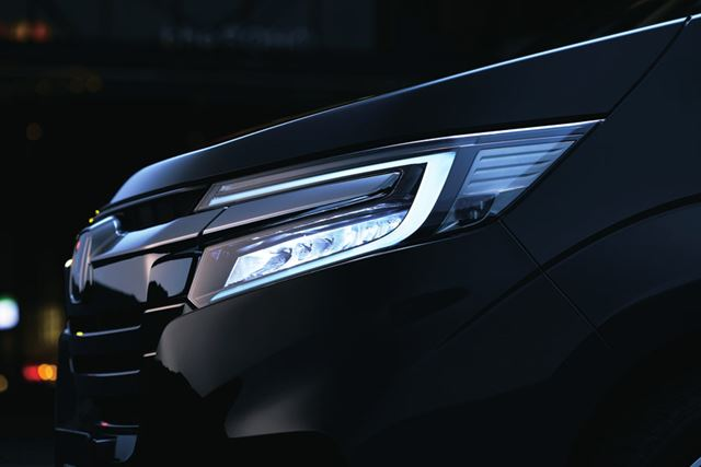 新型ステップワゴン スパーダ ハイブリッドのLEDヘッドライト