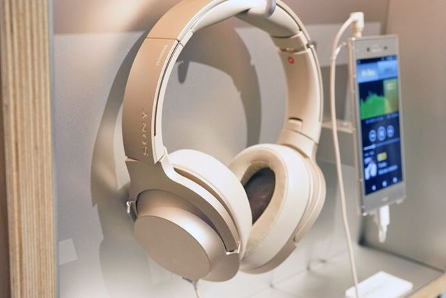 オーバーヘッド型のh.ear on Wireless NC
