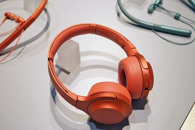 オンイヤータイプのオーバーヘッド型ヘッドホンのh.ear on mini Wireless