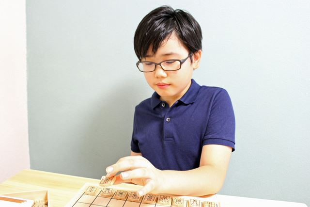 実際の将棋は数回しかやったことがない息子ですが、漫画などで基本的な知識は持っていたとのこと