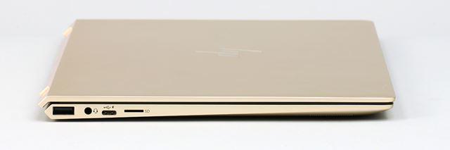 左側面。SDメモリーカードスロットは、最近増えつつある、microSDメモリーカードスロット