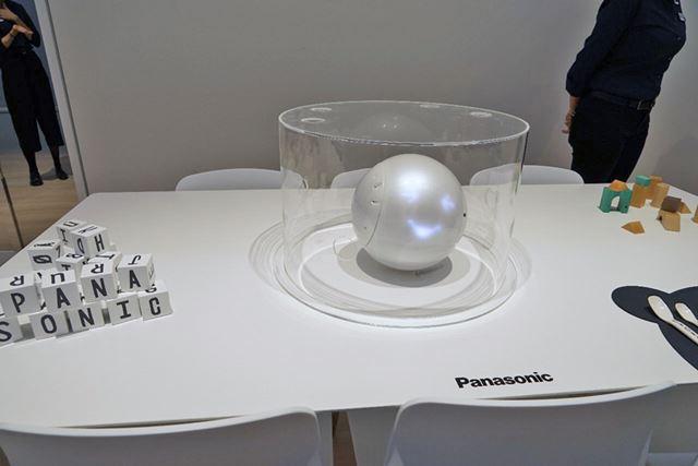 プロトタイプとして出展されていた3-5歳の幼児の言葉を理解する知育ロボット