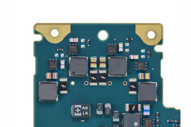 新開発のフィルムコンデンサーを搭載し、アンプ部の電源も強化