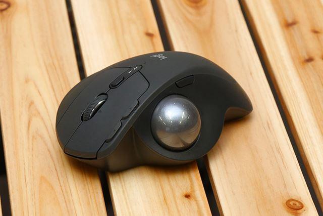 右利き用の親指操作型トラックボールマウス「MX ERGO」