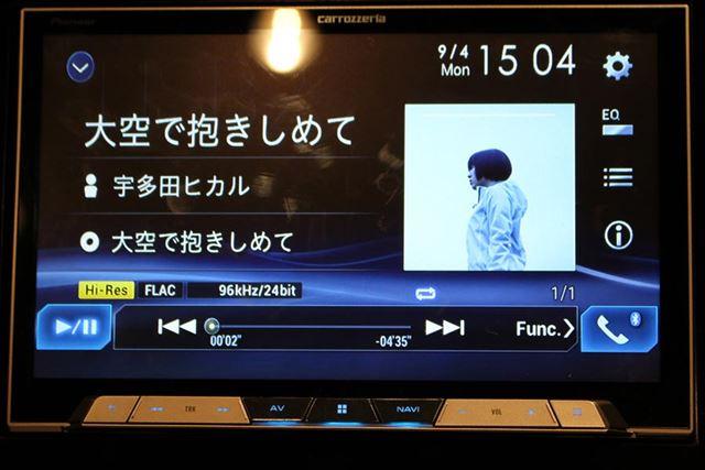 ハイレゾ音源を再生すると、ファイル形式やサンプリングレートなどが画面に表示される